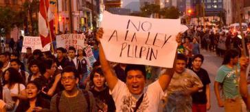Demonstrierende Jugendliche in Lima