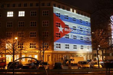 Lichtmanifestation der Kuba-Solidaritätsgruppen am 17. Dezember 2015 in Berlin, Karl-Liebknecht-Haus