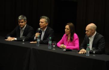 Macri gibt bei einer Pressekonferenz die Mitglieder seines Kabinetts bekannt
