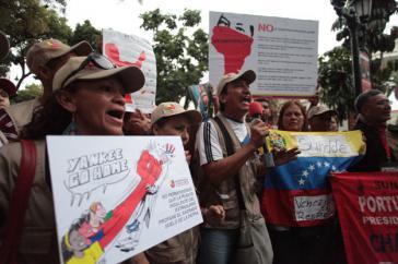 Demonstration vor dem Parlament in Caracas gegen die US-Politik gegenüber Venezuela