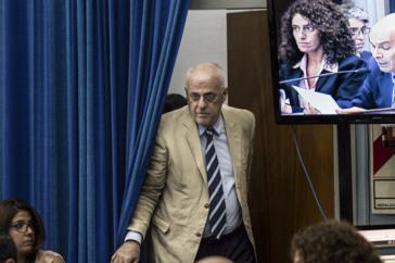 Ex-Bundesrichter Manlio Torcuato Martínez betritt den Gerichtssaal