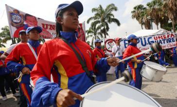 """Mit Musik und Reden feierten Regierungsanhänger den """"Marsch für die Jugend und den Frieden"""""""