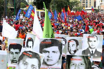 """Bilder von Opfern der Repression beim """"Marsch zu Ehren der Unbesiegten"""""""
