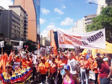 """Oppositionsanhänger beim  """"Marsch der leeren Töpfe - Gegen den Hunger und für den Wechsel"""" in Caracas"""