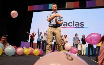 Mauricio Macri feiert mit Anhängern seinen Wahlsieg
