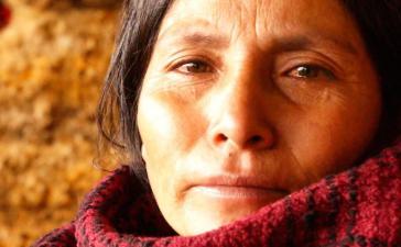 Máxima Acuña de Chaupe in einer Reportage von Andrea Valencia aus dem Jahr 2012