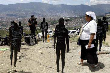 Menschenrechtsaktivisten auf dem Gelände der Exhumierung in Medellín