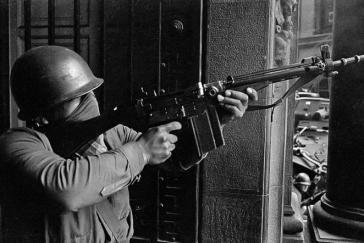 Es wird vermutet, dass viele Menschenrechtsverletzungen aus der Pinochet-Ära durch Schweigepakte innerhalb der chilenischen Streitkräfte bis heute gedeckt werden. Eine neue Institution soll Licht ins Dunkel bringen