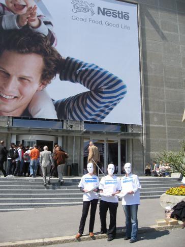 Nespion: Protestaktion im Jahr 2009 gegen den Konzern mit dem familiären Image