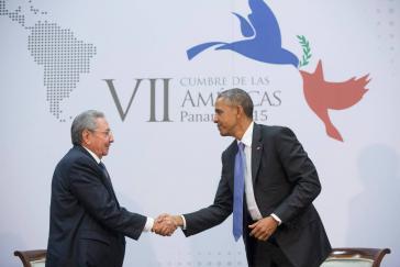 Reichen sich wieder die Hand: die Präsidenten Kubas und der USA, Raúl Castro und Barack Obama
