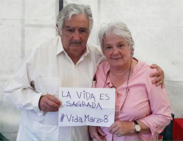 """Auch José Mujica und Lucía Topolansky beteiligten sich an der weltweiten Aktion in den sozialen Netzwerken """"Das Leben ist heilig - #VidaMarzo8"""""""