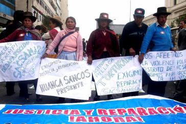 Angehörige von Opfern kämpfen seit langem für eine Entschädigung. Hier bei einer Demonstration am 25. Juli 2010 in Lima
