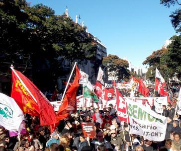 Zentausende demonstrierten am 11. Juni in Montevideo gegen Tisa und forderten mehr staatliche Mittel für Gesundheit und Bildung