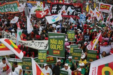 """In zahlreichen Städten Brasiliens gingen am Donnerstag Tausende auf die Straße: """"Nein zum Putsch"""""""