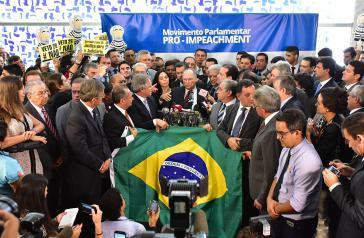 Die Oppositionsabgeordneten konservativer Parteien beim Start der Initiative Pro-Impeachment gegen Dilma Rousseff