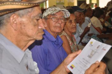 Ältere Menschen in Kolumbien nutzen es...