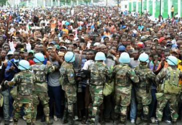 Sicherheitskräfte der UN-Mission in Haiti, Minustah, im Einsatz gegen Demonstranten im Dezember 2014