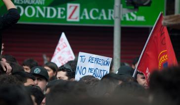 """""""Eure Repression schüchtert mich nicht ein"""" – Transparent in Santiago de Chile im Jahr 2011"""