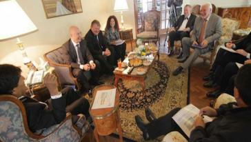 Zusammenkunft von Präsident Morales und Botschafterin Elizabeth Salguero mit Delegationen aus Deutschland und der Schweiz