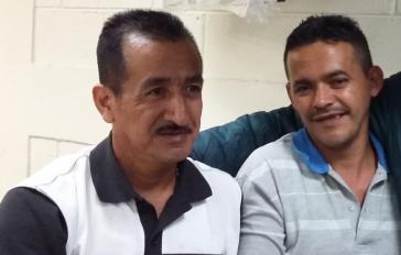 Rogelio Velásquez (links) und Saúl Mendez nach dem Freispruch