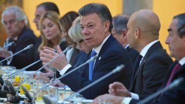 Präsident Santos im Gespräch mit spanischen Unternehmern in Madrid über Investitionsmöglichkeiten nach Beendigung des Konflikts