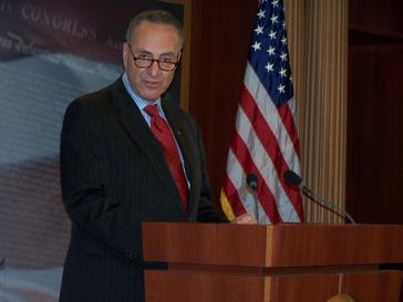 Sprach sich in einem NYT-Leitartikel dafür aus, das Reiseverbot nach Kuba außer Kraft zu setzen: Senator Charles Schumer