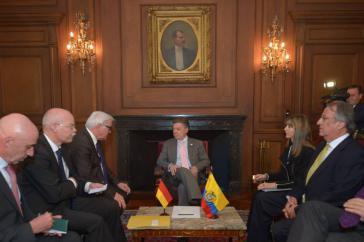 Treffen von Steinmeier, Santos und Diplomaten beider Seiten