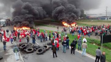 ... und Blockade der Autobahn in Curitiba