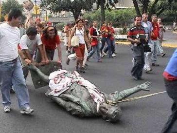 2004 stürzten Aktivisten die Kolumbus-Statue und schleiften sie durch die Stadt
