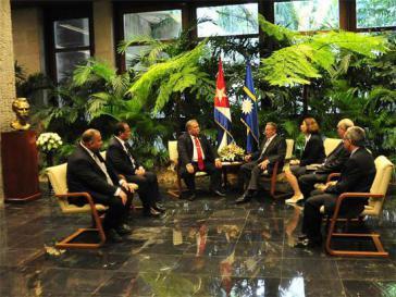Der kubanische Präsident Raúl Castro beim Gespräch mit dem Präsidenten von Nauru
