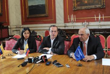 Venezuelas Außenministerin Delcy Rodríguez, Ecuadors Außenminister Patiño (M.) und Unasur-Generalsekretär Samper bei der Pressekonferenz am Dienstag