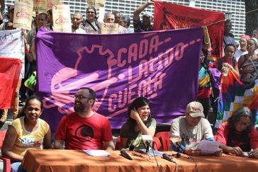 Aktivisten stellen die Kampagne auf dem Plaza Bolívar in Caracas vor