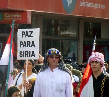 Argentinier syrischer Herkunft bei einer Kundgebung für Frieden in Syrien im Jahr 2013