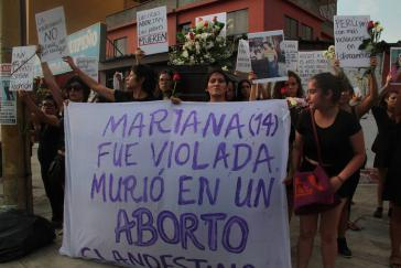 Proteste nach dem Tod einer 14-Jährigen, die infolge einer Vergewaltigung schwanger wurde und durch eine illegale Abtreibung verstarb.