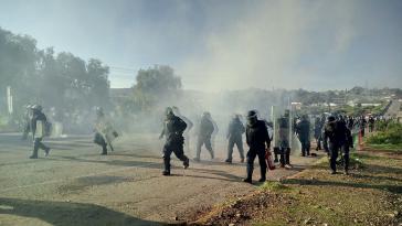 Die mexikanische Bundespolizei setzt Tränengas, Gummigeschosse, schließlich auch scharfe Munition ein