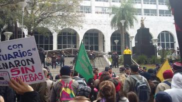Proteste vor dem Gerichtsgebäude