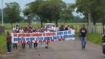 """""""Ich habe nicht vor, die Welt zu ändern, aber in dem Stückchen, in dem ich lebe, möchte ich einen Unterschied machen – Nein zum Fracking"""": Protestbanner in San Martín"""
