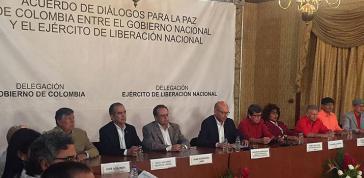 Delegierte der Regierung und der ELN gaben bei einer Pressekonferenz am 10. Oktober in Caracas den Auftakt offizieller Verhandlungen am 27. Oktober bekannt