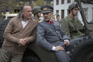 Sektenchef Paul Schäfer (Michael Nyqvist) mit chilenischem Militär