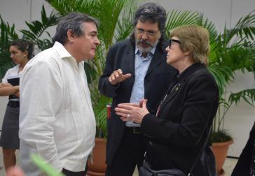 Abel Prieto (mi.), hier mit dem bisherigen Kulturminister Julián González Toledo und der ehemaligen argentinischen Ressortchefin Teresa Parodi