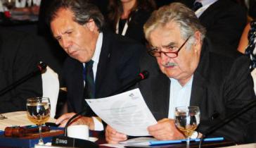 Luis Almagro (links im Bild) war von 2010 bis 2015 Außenminister des damaligen Präsidenten Mujica