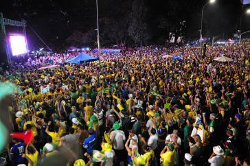 ... und Demonstranten für die Amtsenthebung, ebenfalls in Brasília