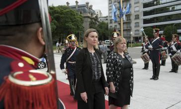 EU-Außenbeauftragte Federica Mogherini mit der neuen argentinischen Außenministerin Susana Malcorra