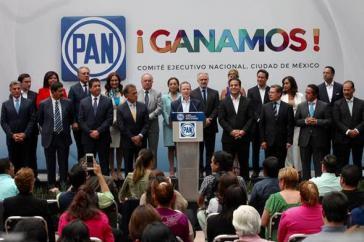 Die Führung der rechts-konservativen Partei der Nationalen Aktion (PAN) feiert den Wahlsieg