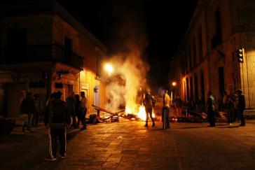 CNTE-Barrikade in Zócalo, Oaxaca nach den Verhaftungen von Francisco Villalobos und Rubén Nuñez