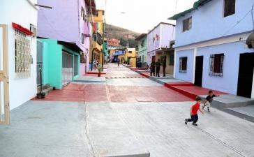Im Armenviertel El Onoto des Hauptstadtbezirks Libertador wurden Häuser renoviert und Straßen saniert