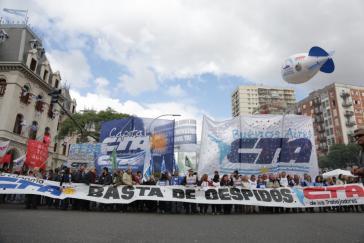 """Transparent bei der Demonstration: """"Schluss mit den Entlassungen"""""""