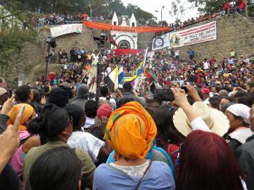 Tausende Menschen begleiteten den Sarg der getöteten Aktivistin