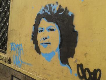 "Grafito mit dem Bildnis von Berta Caceres: ""Berta lebt"""