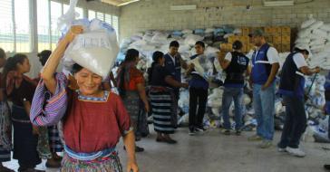 """Verteilung von Grundnahrungsmitteln im Rahmen des Programms """"Mi Bolsa Segura"""""""